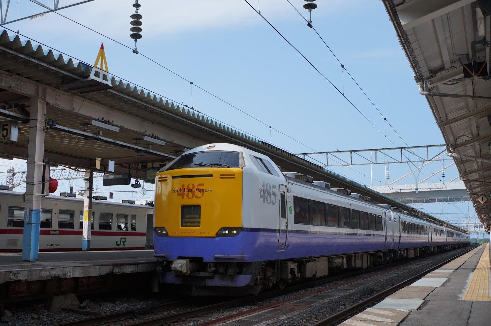 青森駅停車中の485系特急白鳥