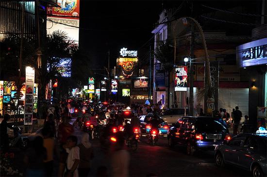 Cerkak Plesiran ke Bali Bahasa Jawa Ngoko