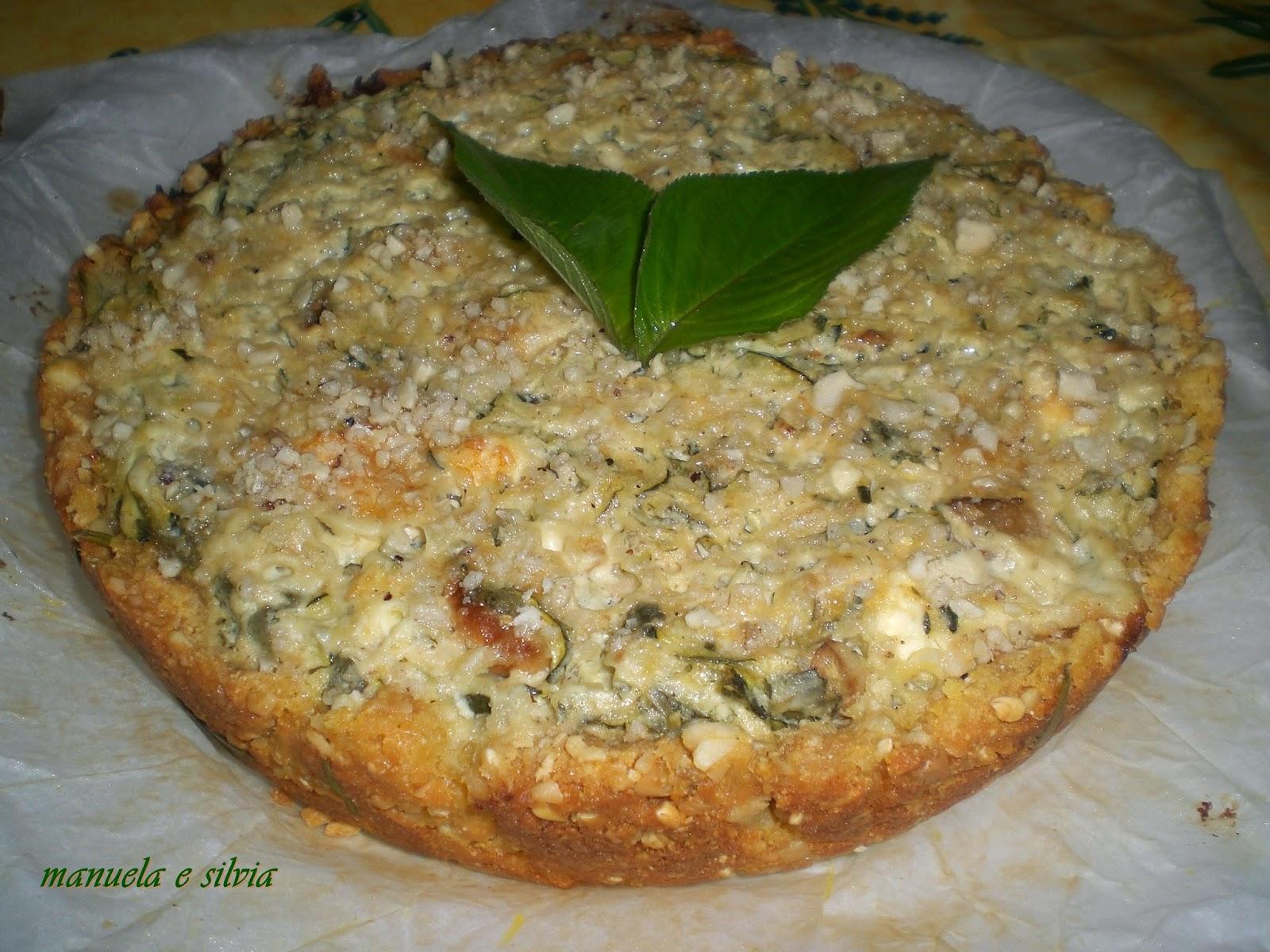 cheesecake alle zucchine e funghi con base di sbrisolona salata al parmigiano e riso soffiato