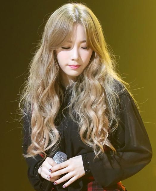 Taeyeon Long wavy curly Hair style