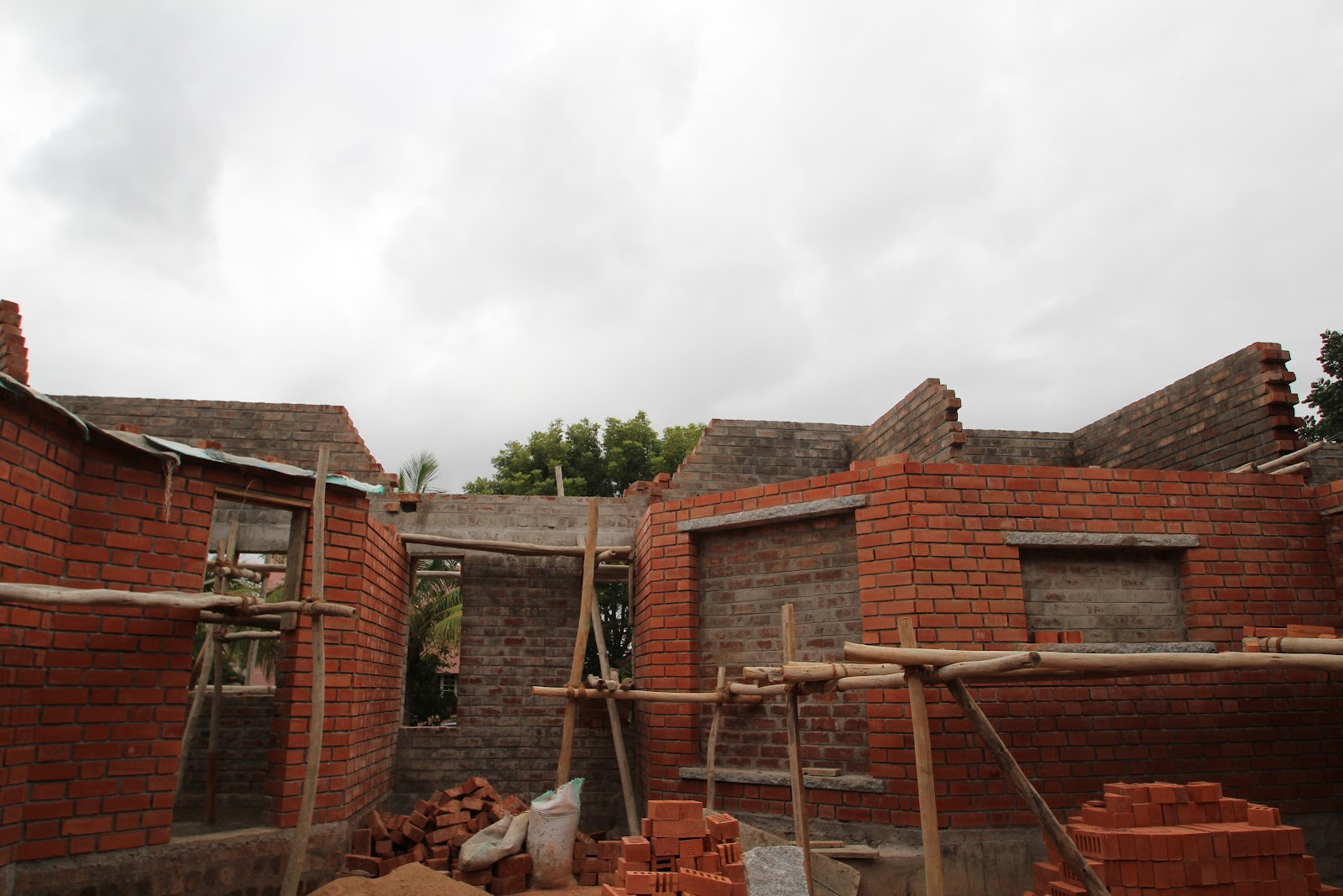 Building house in india step by step ground floor walls for Steps to building a house from the ground up