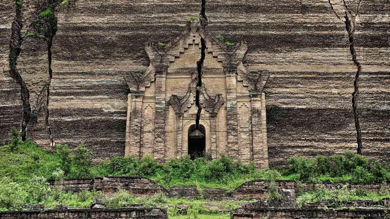 Mingun Pahtodawgyi ruins, Mingun, Myanmar (© David Santiago Garcia/Aurora Photos) 245