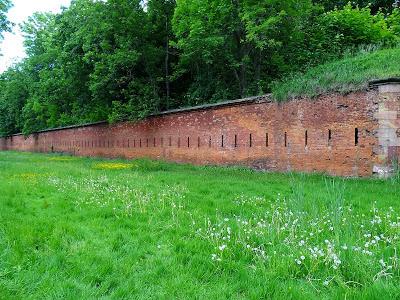Mury Cytadeli Warszawskiej.