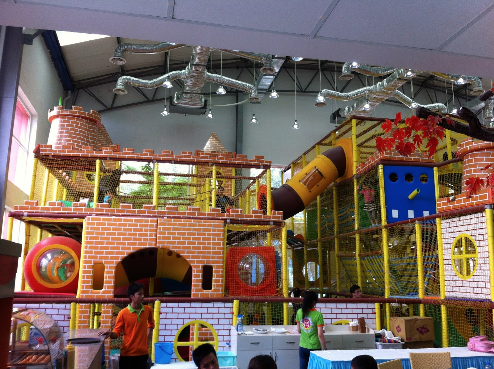Image gallery indoor playground amusement park for Inside play areas