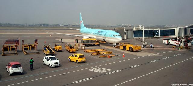 Avión de Koran Air en el aeropuerto de Gimpo