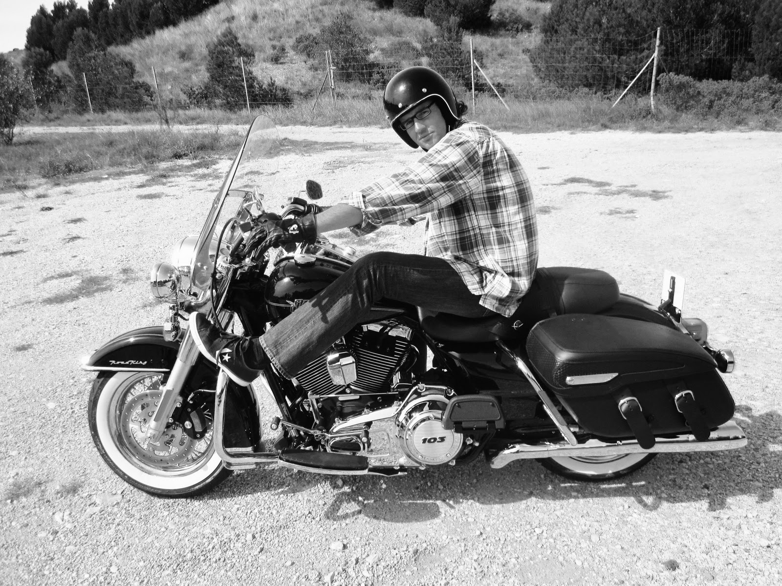 Road King Bobber http://hardsunmag.blogspot.com/2011/09/road-king-switchback-road-queen.html