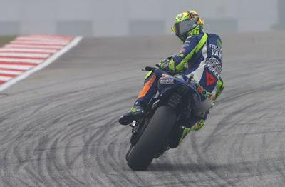 Terbukti Nendang Marquez, Rossi Kena Penalty 3 Poin & Start Paling BUncit MotoGP Valencia