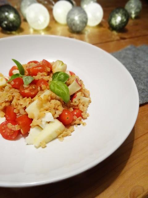 Gesund, lecker, lunchbox-tauglich: Roter Linsensalat im Caprese-Style