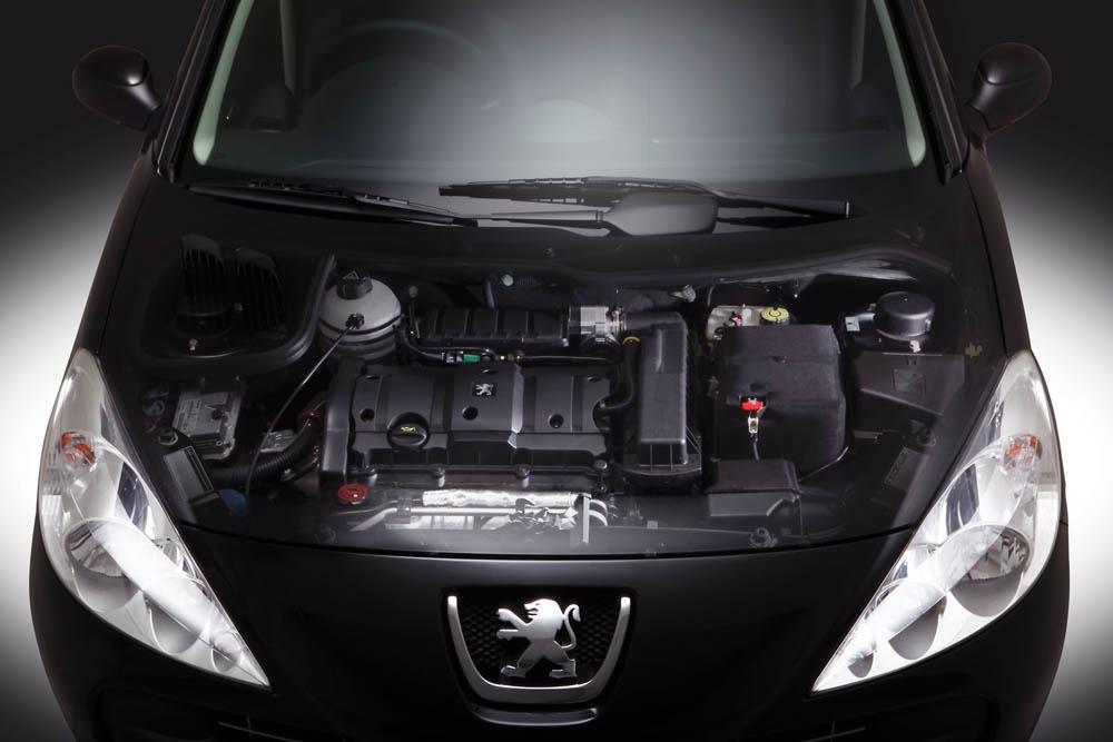 a car Peugeot 207 HB 2013
