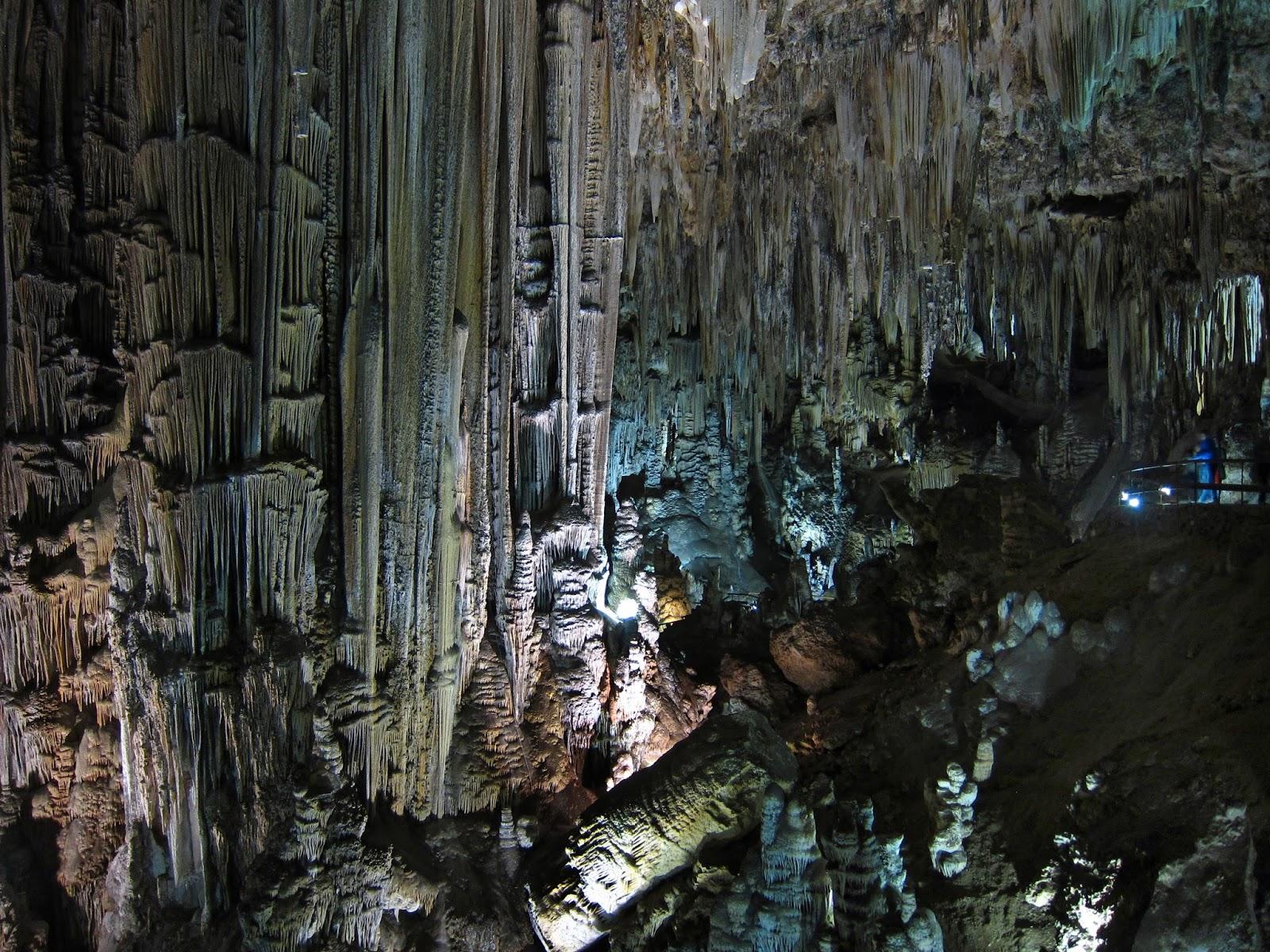 Nerja, Things to Do: Caves of Nerja ( Cuevas de Nerja ) Cueva tren