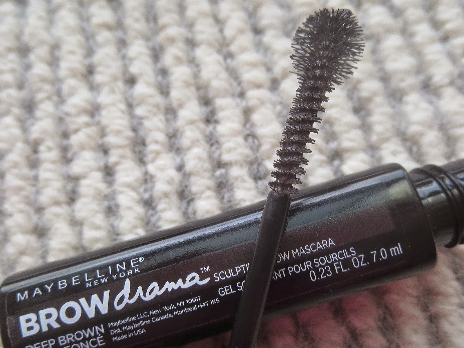 a picture of Maybelline Brow Drama applicator/brush