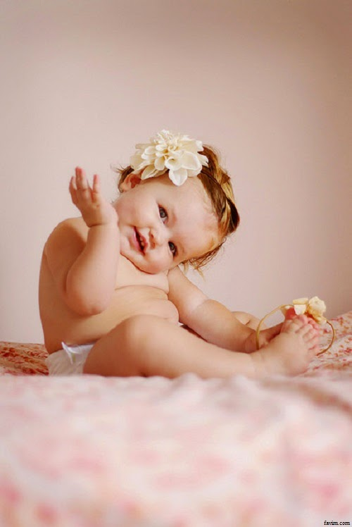 Belle photo bébé fille drôle