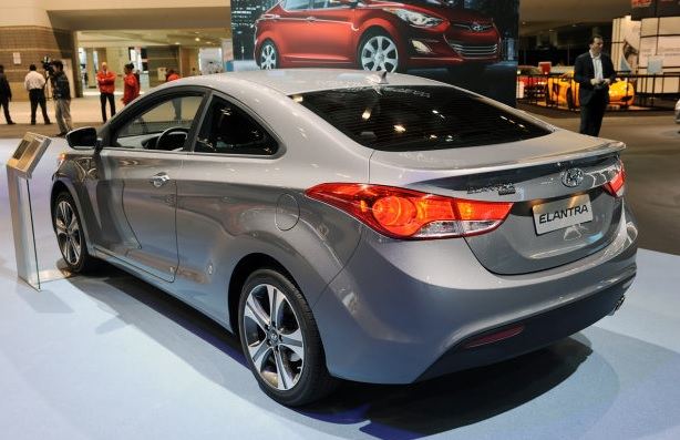 carro on Hyundai Elantra 2014