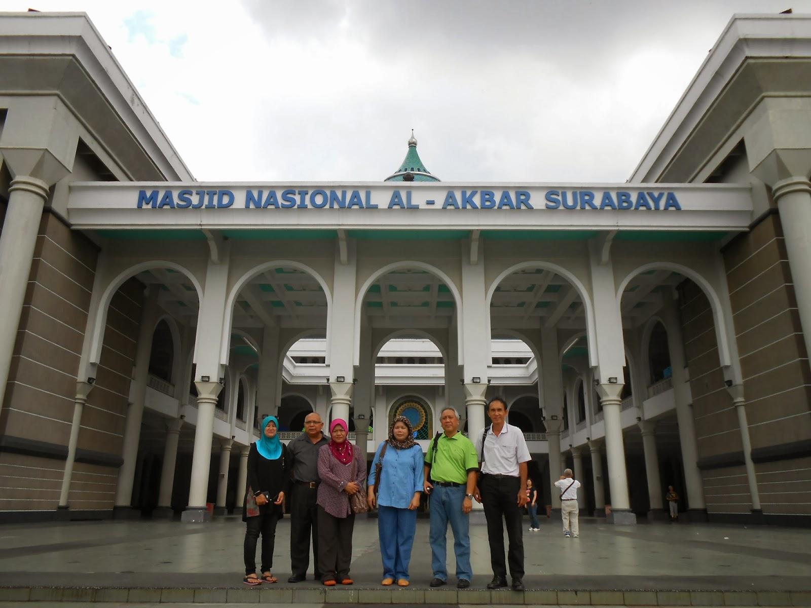 Kemegahan Masjid Akbar Surabaya dan ironi Menara 99 meter