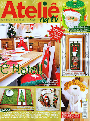 Conjunto para mesa de natal com 9 peças, duas capas para cadeiras, duas almofadas, dois jogos americanos, dois porta-copos e um cordão de bandeirinhas