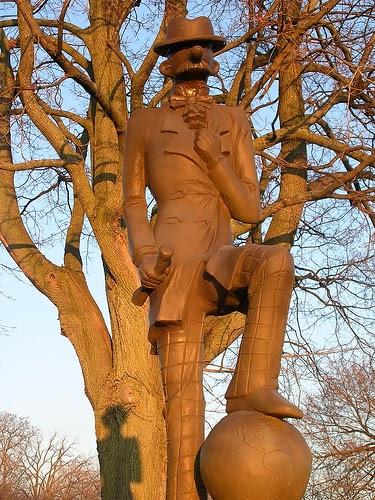 Andy Gump Statue circa 2007