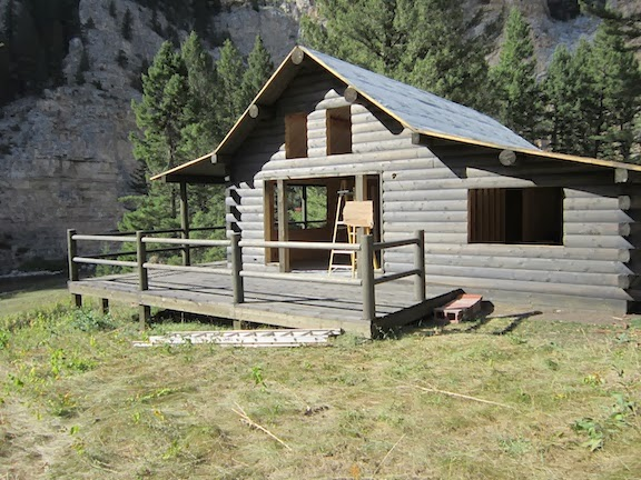 The montana cabin builder log walls beams and decking for Cabin builders montana