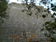 Aquesta torre quadrada estava situada a prop del Portal del Cavalcador. Aquí veiem la seva façana nord