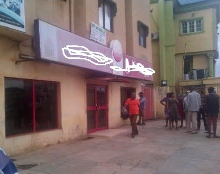 [SHOCKING] Security Man Commits Suicide Inside Fast Food Joint In Lagos