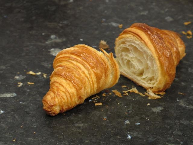 Croissant au beurre - Maison Pichard - Paris
