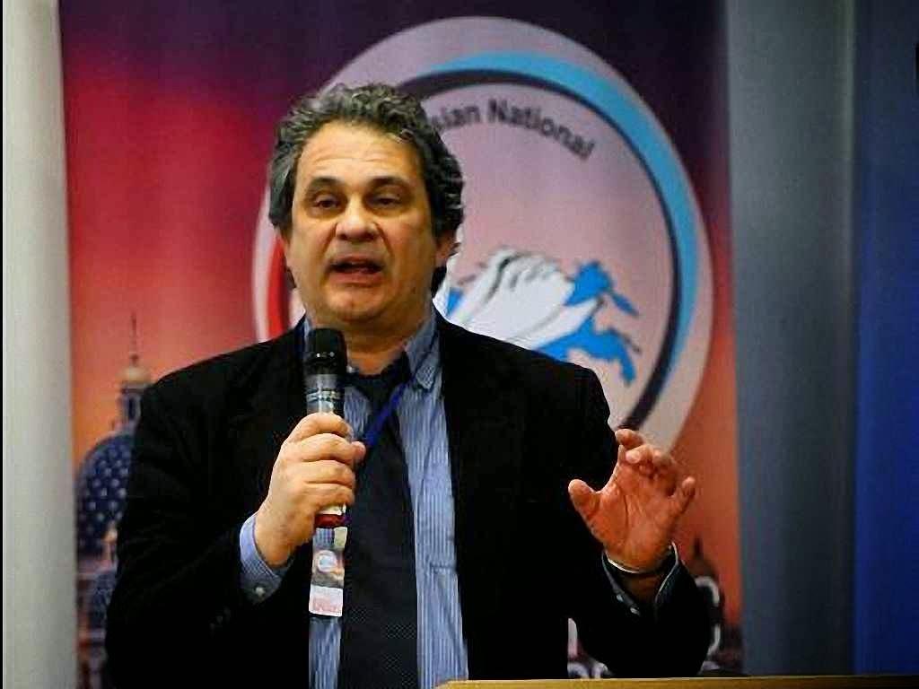 Cacofonia: Roberto Fiore de 'Forza Nuova' italiana disse não se incomodar de ser rotulado 'fascista' mas o evento condenou o governo de Kiev como 'fascista'