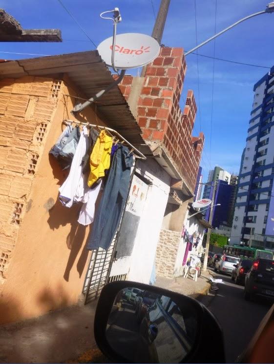 Direito público e direito privado; ficalização prefeitura; construções bizarras; invação de calçadas por casas; construção irregular