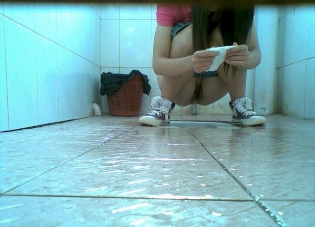 abgbugil ngintip cewe pipis di wc