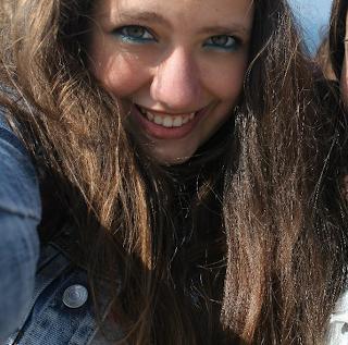 Cada sonrisa tuya la tengo en mi álbum de felicidad, no te preucupes, NO TE OLVIDO.
