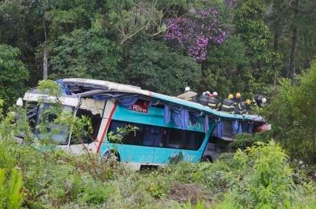 Acidente com um ônibus da Viação Penha deixou 14 pessoas mortas na rodovia Régis Bittencourt - BR116