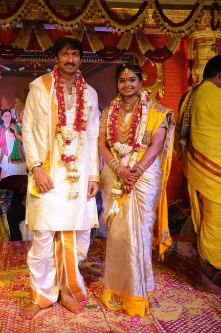 http://4.bp.blogspot.com/-FLQlmK3PcTU/UZZxp2NdC9I/AAAAAAABHEg/0JtIEg_k1pQ/s1600/Gopichand+Marriage+Photos+Cinemaya.in+(13).jpg