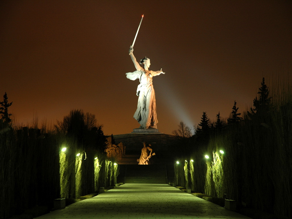 Monumento ¡La Madre Patria Llama! Monumento-la+madre+patria+llama-volgogrado-recuerdo+batalla+stalingrado