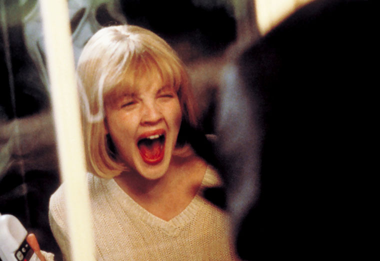 Drew Barrymore als Casey in Scream (1996). Quelle: Dimension Films