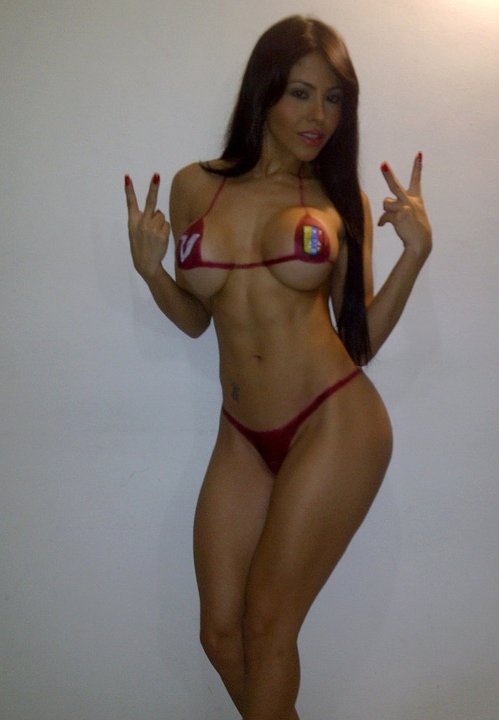 Fotos de la Sexy Brenda Marilin Pérez apoyando a la Vinotinto