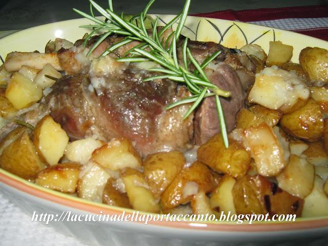 stinco di maiale al forno con patate novelle e funghi porcini