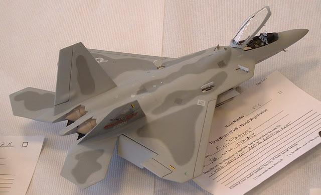 Italeri F-22 Raptor model kit photo