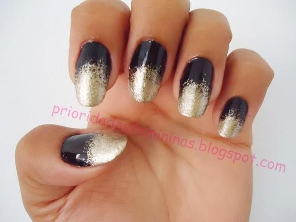 nail art preta e dourada