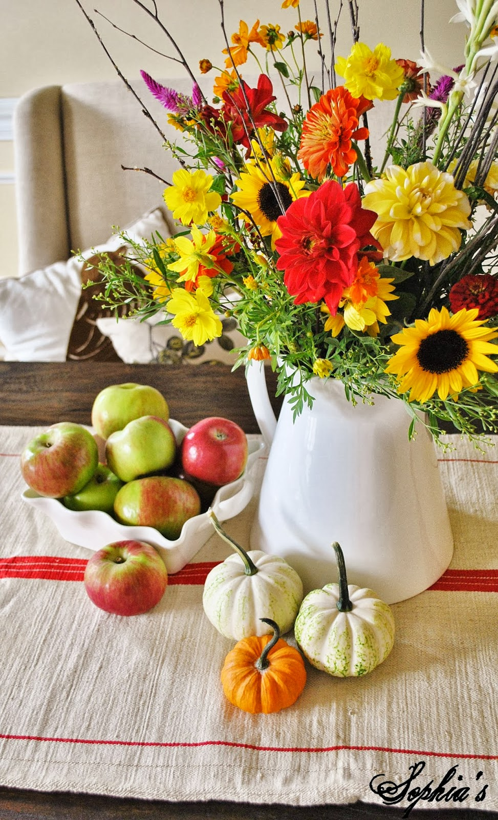 Sophia s fall in the dining room easy centerpieces