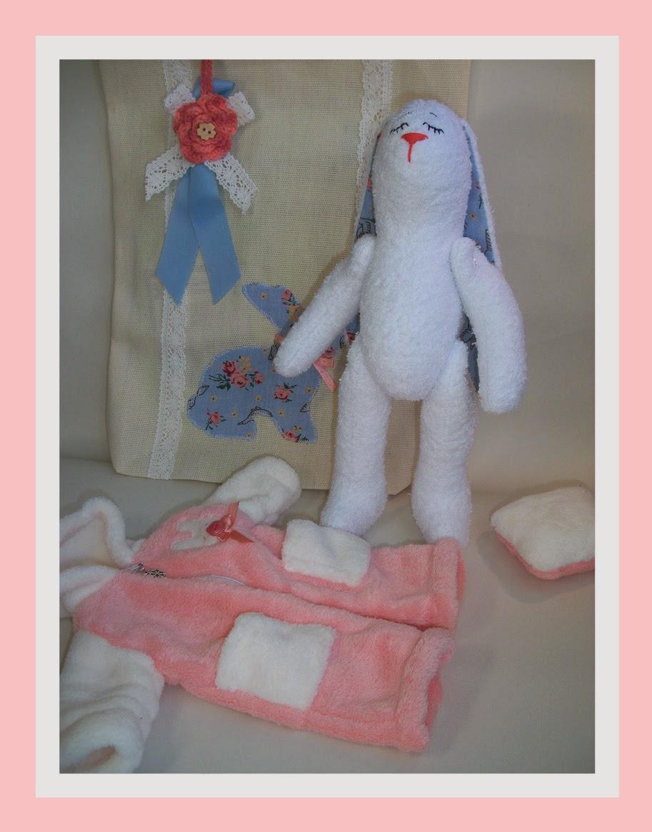 зайка в съемной одежде, зайка в сумочке, зайчик, игрушки хендмейд, игрушки текстильные