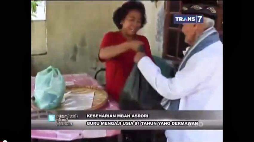 Mbah Asrori Selalu Membeli Minimal 70 Nasi Bungkus Setiap Hari Jumat di Rumah Tetangganya Yang berjualan Nasi kuning bungkus