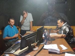 povos sendo alcançado pelas ondas do radio.