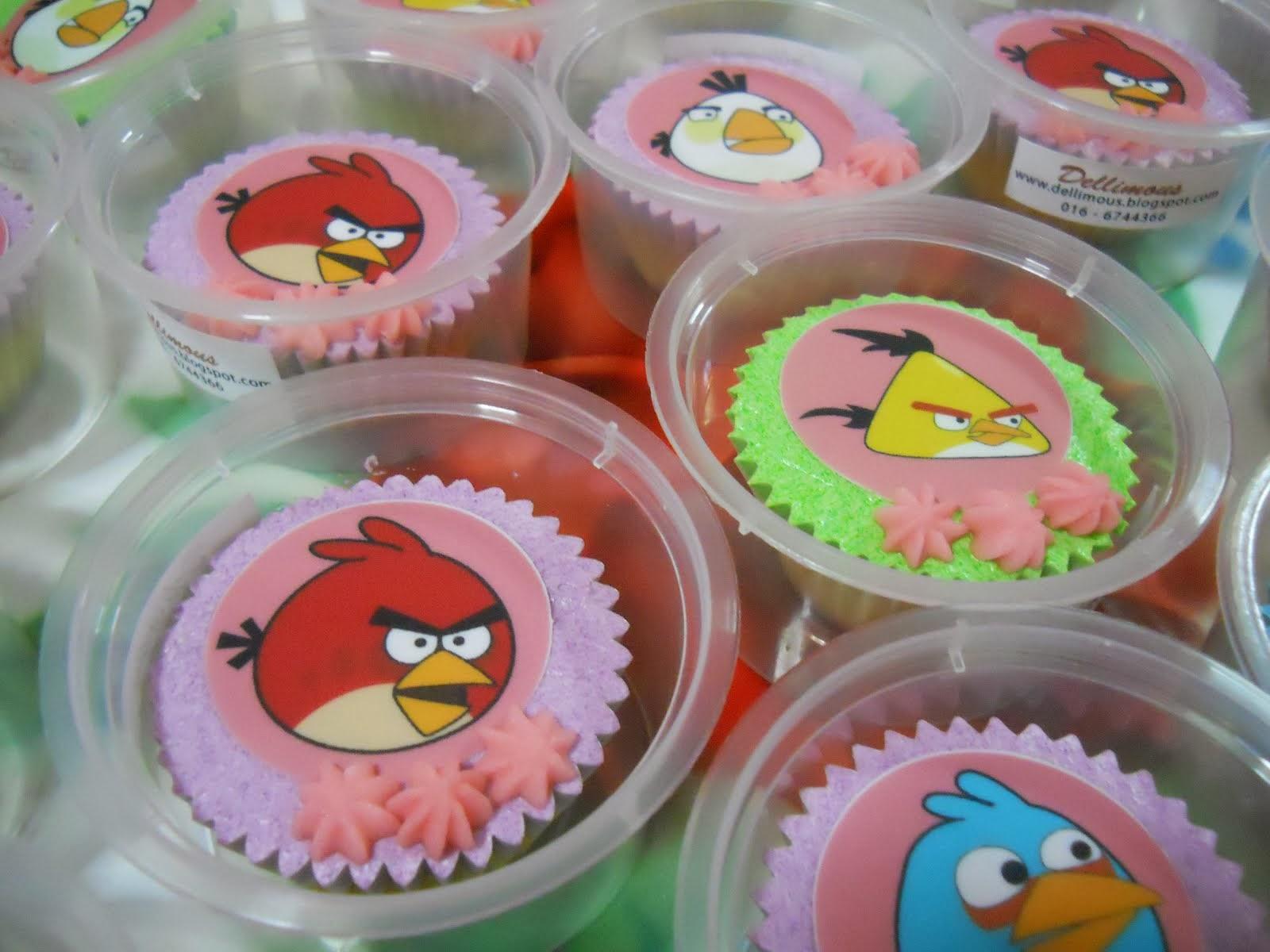 Cupcake + icing + edible Image (readymade) + reben = RM2.50