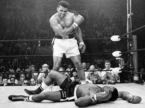 وفاة أسطورة الملاكمة محمد علي كلاي