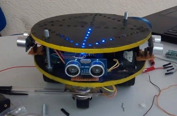 Juniortronic como hacer un robot que salga del laberinto