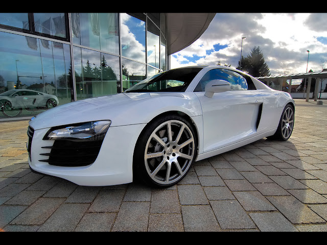Side image of Audi R8