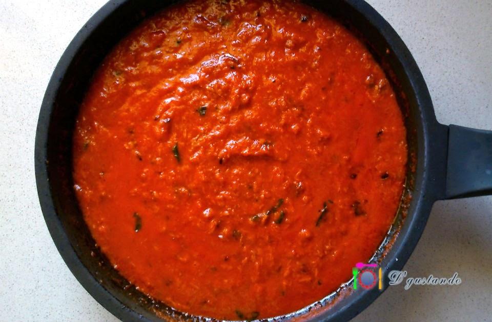 Añadimos nuestra salsa de tomate casera