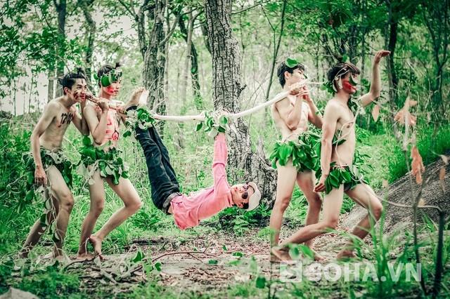 """Bộ ảnh kỷ yếu phá cách """"Trở về miền hoang dã"""" của teen Gia Lai"""