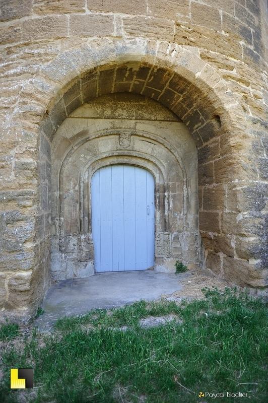 porte d'accès au château de suze la rousse en cas d'attaque photo blachier pascal