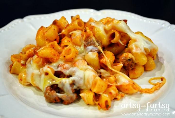 Beefy Macaroni Casserole at artsyfartsymama.com #recipe #easyrecipe