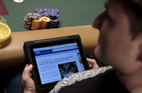Andy Bloch checking his iPad at the 2010 WSOP (photo by B.J. Nemeth)