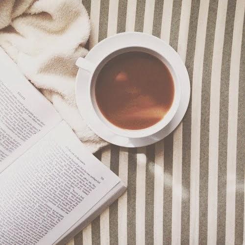 placeres de la vida: café y libros.